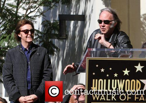 Paul McCartney y Neil Young 2012 MusiCares Person Of The Year, en el Hollywood Hall of Fame