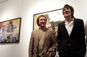 "Ronnie Wood junto con Kenney Jones, batería de The Faces, en la exposición ""Faces, Times and Places"" en Nueva York, 2012"
