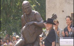 Willie Nelson Statue en Austin, celebrado el 20 de abril de 2012.