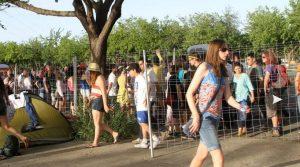 Gente haciendo cola para ver a Bruce Springsteen en Sevilla. Wrecking Ball Tour 2012