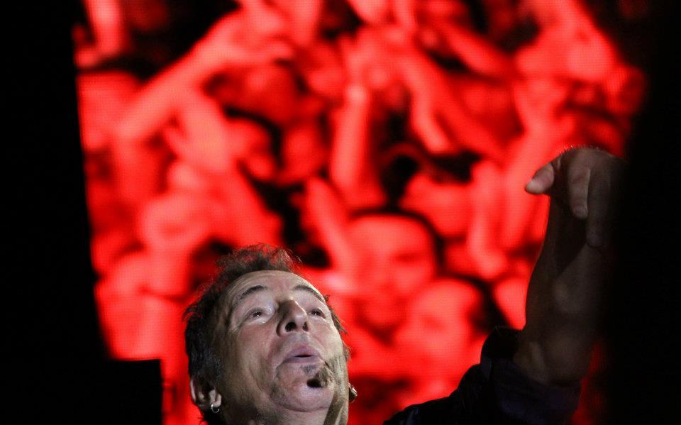 """Bruce Springsteen estrena nuevo video """"Rocky Ground"""", aquí durante su actuación en Las Palmas de Gran Canaria"""