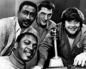 """Donald """"Duck"""" Dunn ha muerto, reconocido por ser uno de los mejores bajistas de la historia, miembro de Stax Records y de Booker T & The MGs"""