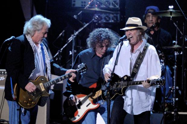 Neil Young & Crazy Horse y su nueva canción Jesus' Chariot (She'll be Coming Round the Mountain) de su nuevo disco Americana