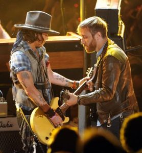 Johnny Depp y The Black Keys juntos MTV Movie Awards 2012