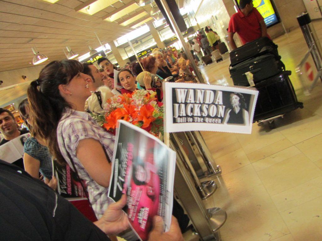 Amigos de Elvis, Vulcan Rockers y aficionados al Rock and Roll para recibir a Wanda Jackson en Tenerife