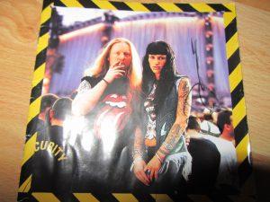 Darryl Jones firma a Dirty Rock No Security de los Rolling Stones