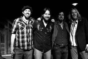Joseph Winters (primero por la izquierda), batería de The Steepwater Band