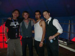 Manny Montana a la izquierda gerente de Teenage Head Music con miembros de The Delta Saints en su última gira española 2012