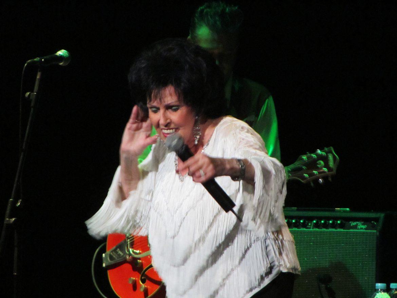 Wanda Jackson durante su concierto en Tenerife, Canarias, el 8 julio 2012