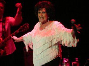Wanda Jackson durante su concierto en Santa Cruz de Tenerife, Islas Canarias el 8 de julio de 2012