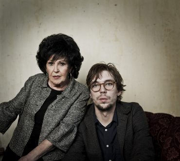 "Wanda Jackson y Justin Townes Earle ""Unfinished Business"" 9 de octubre 2012 Sugar Hill Records"