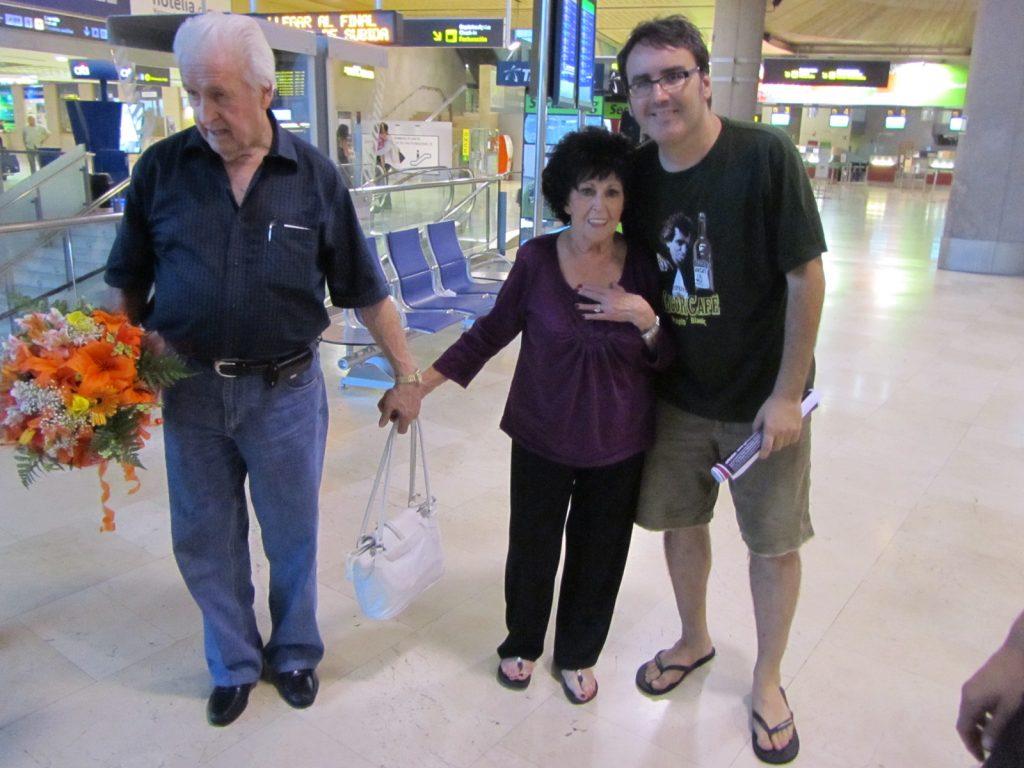 Wanda Jackson y Wendell Goodman con Dirty Rock. Llegada a Tenerife 7 de julio de 2012