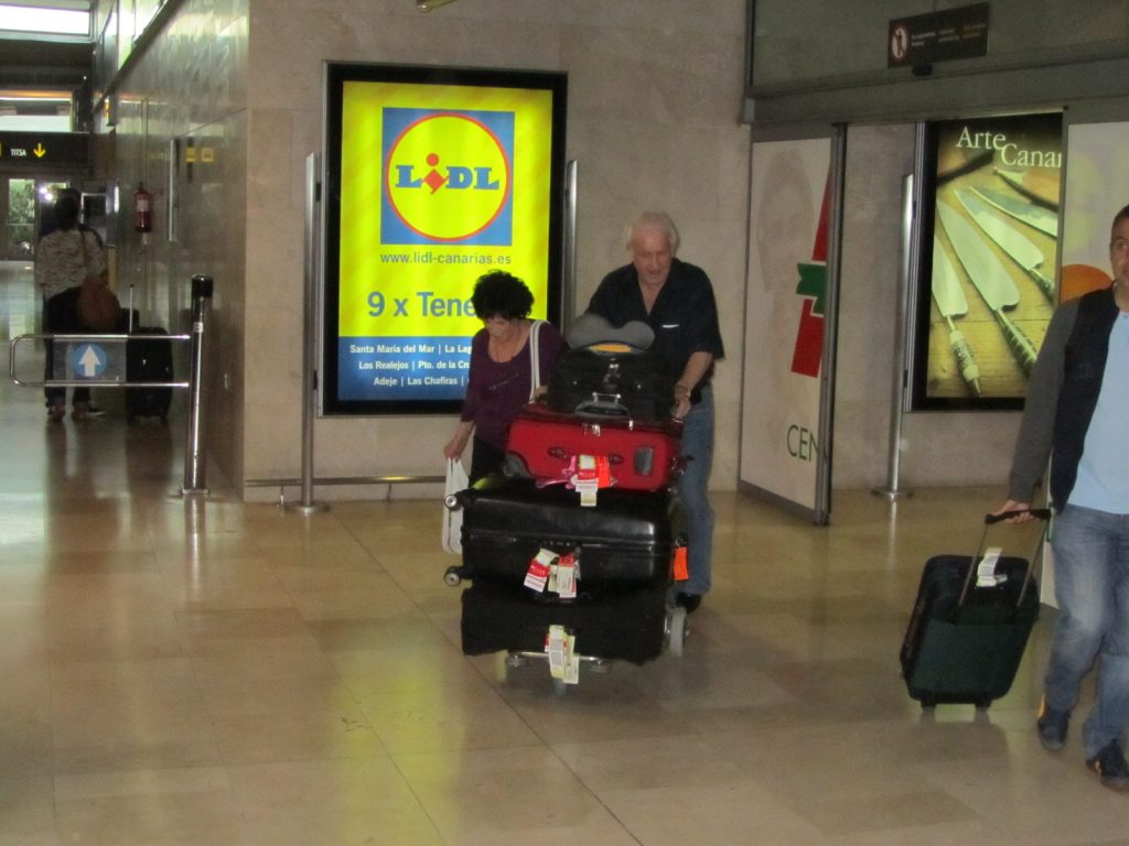 Wanda Jackson y Wendell Goodman llegan a Tenerife, aeropuerto de los Rodeos 7 de julio de 2012