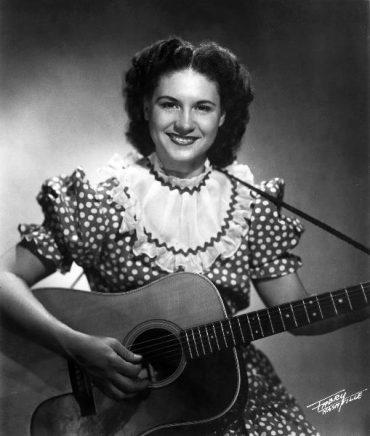 Kitty Wells,la primera super estrella del Country, conocida como The Queen of Country ha muerto