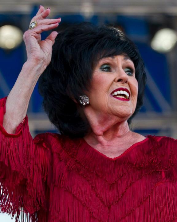 "Wanda Jackson nuevo vídeo ""Tore Down"" de su próximo álbum ""Unfinished Business"""
