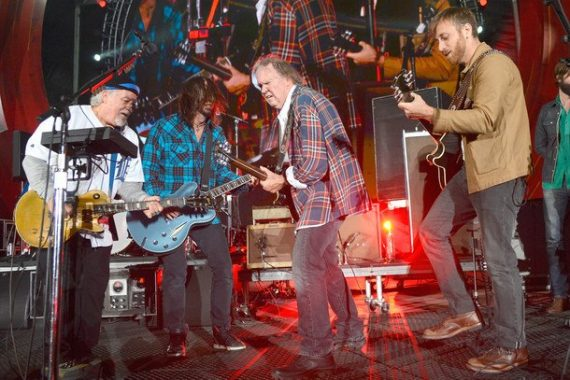 Neil Young & Crazy Horse en el Global Citizen Festival con Foo Fighters, The Black Keys y Band of Horses en Rocking in the Free World