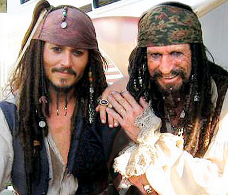 Keith Richards, Tom Waits, Dr. John, Iggy Pop, Patti Smith o Nick Cave cantan a los piratas Son of Rogues Gallery Pirate Ballads, Sea Songs and Chanteys Johhny Depp 2013