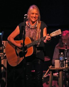 Pegi Young & The Survivors Bracing For Impact 2011 disco de la esposa de Neil Young