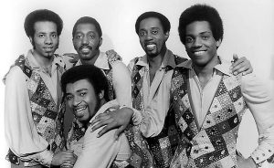Damon Harris a la derecha, The Temptations ha muerto