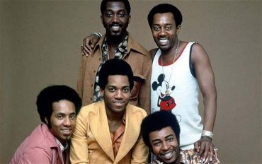 Damon Harris en el centro The Temptations ha muerto
