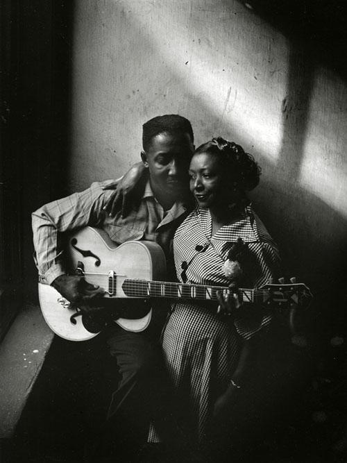 Muddy Waters y esposa Geneva en su casa de Chicago