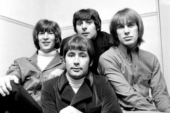 Reg Presley cantante de The Troggs ha muerto, en el centro, parte inferior