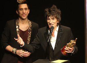 The Rolling Stones ganan dos premios NME 2013, Ronnie Wood en la entrega de premios