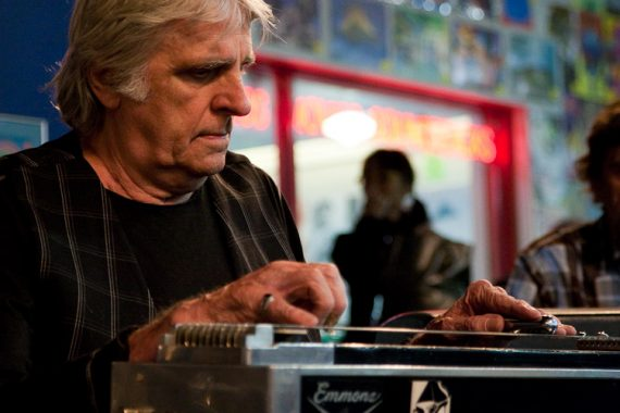 Ben Keith, 76 años de Spirit Road y pedal steel con Neil Young