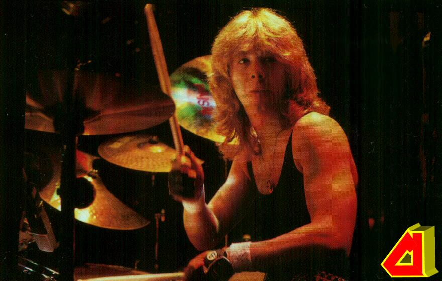 Clive Burr de Iron Maiden ha muerto, 2013