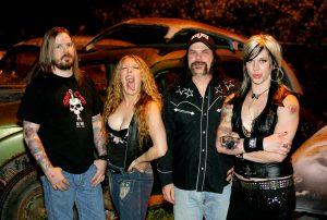 Karen Cuda a la derecha con NashvillePussy