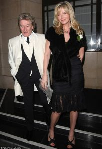 Rod Stewart y Penny Lancaster en la boda de Ronnie Wood