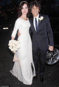 Ronnie Wood y Sally Humphreys el día de su boda