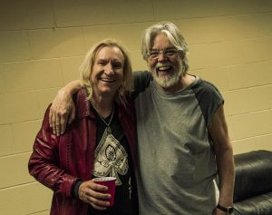 Joe Walsh graba nuevo disco, en la foto con Bob Seger en una reciente gira