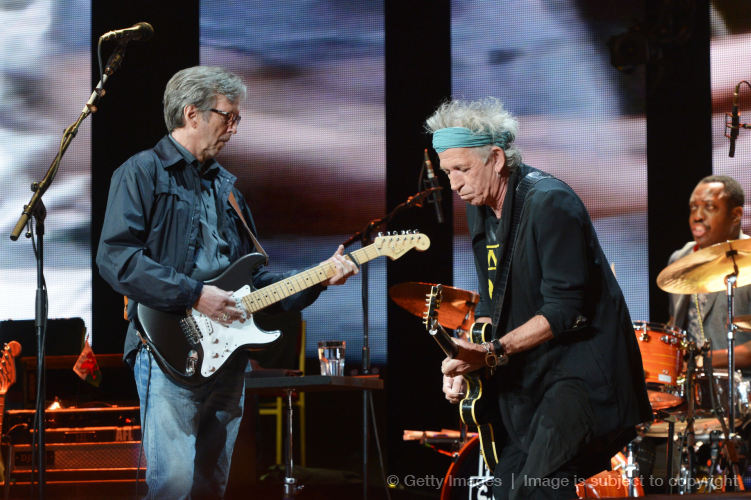Keith Richards junto a Eric Clapton en el Crossroads Guitar Festival