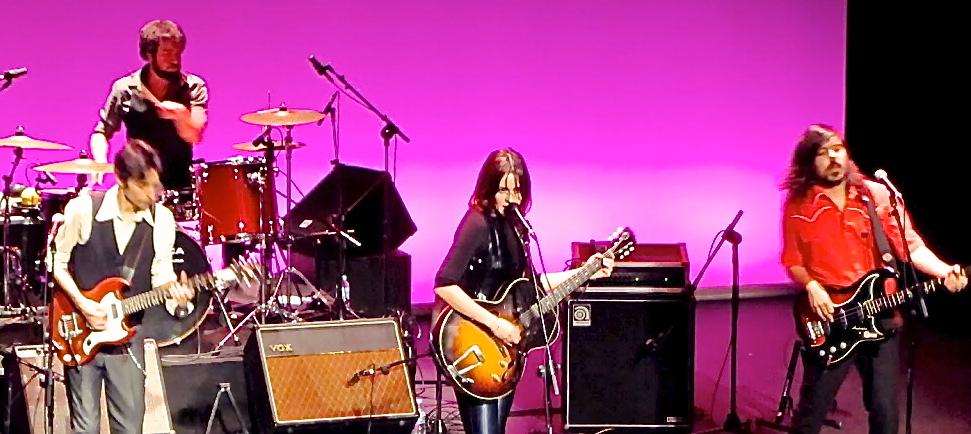 Maika Makoski el 24:11:2011 en concierto en el Teatro Leal de La Laguna (Tenerife)