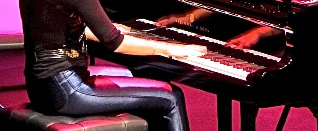 Maika Makoski, el 24:11:2011 en concierto en el Teatro Leal de La Laguna (Tenerife)