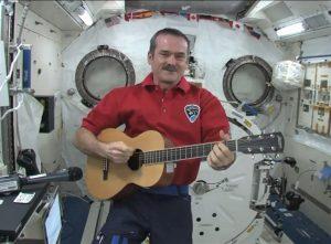 Space Oddity de David Bowie desde la Estación Espacial Internacional y la Galaxia