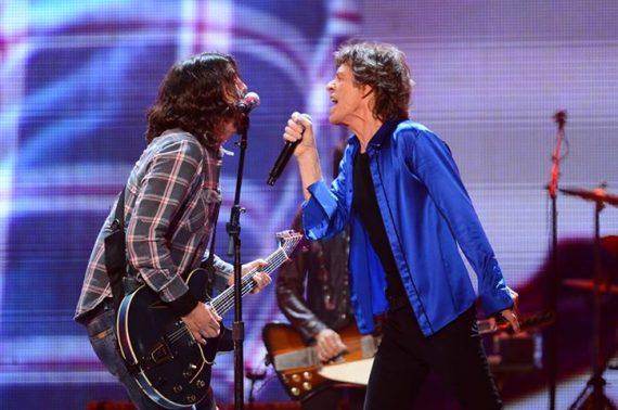 The Rolling Stones y Dave Grohl interpretando Bitch en Anaheim