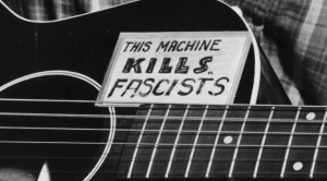 Woody Guthrie, 101 años de Folk Urbano, This machine kills fascists