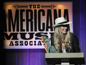 Holly Williams recibiendo el premio Americana a Hank Williams 2013