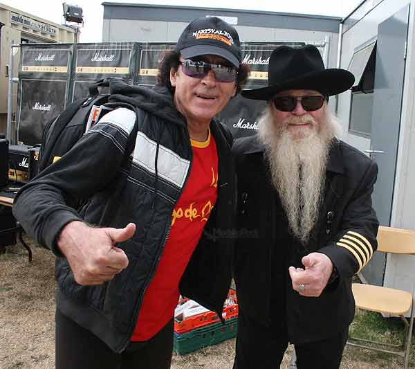 Mariskal Romero con Dusty Hill, bajista de ZZ Top