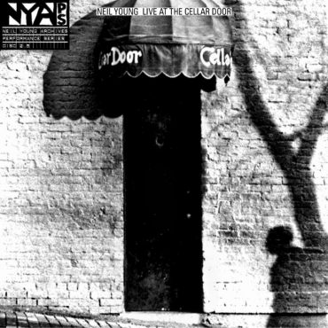 Neil Young Live at the Cellar Door, nuevo disco