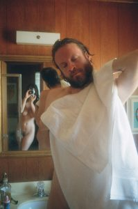 Father John Misty History of Caves con su esposa