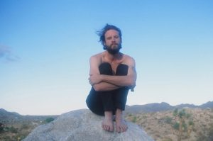 "Father John Misty ""History of Caves"", la nueva banda sonora"