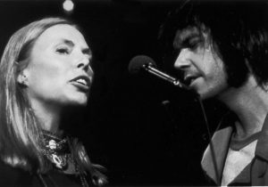 Joni Mitchell cumple 70 años junto a Neil Young