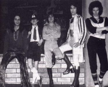 40 aniversario del primer concierto de AC/DC en la foto Larry van Kriedt, Angus Young, Malcolm Young, Dave Evans y Colin Burgess