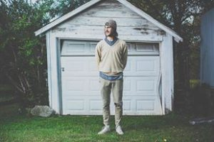 "Rayland Baxter debuta con ""Feathers & FishHooks"", ""Ashkelon"" nuevo EP"