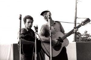 Adiós a Pete Seeger, We Shall Overcome. En la foto junto a Bob Dylan
