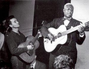 Leadbelly, 126 aniversario junto a Woody Guthrie