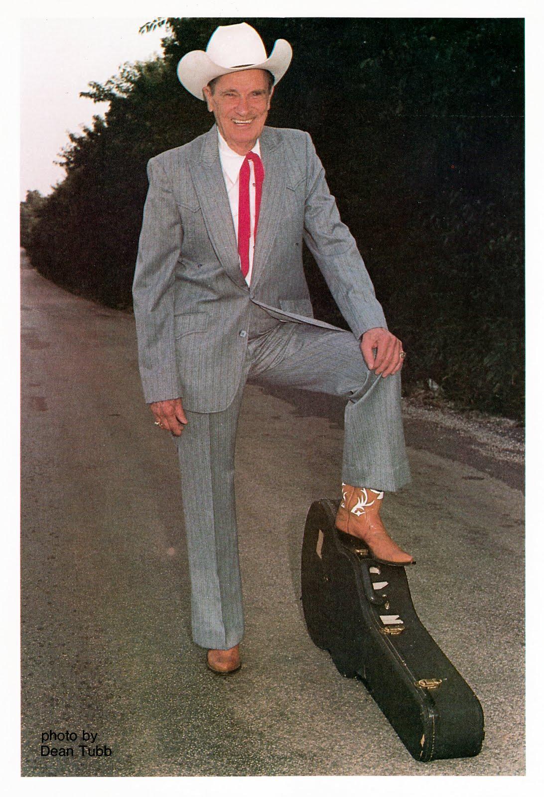 Ernest Tubb y su música cumplen 100 años
